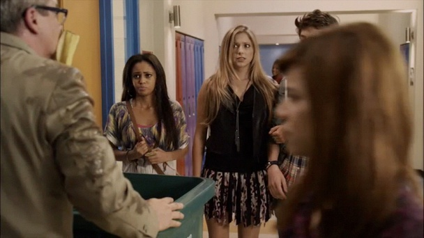 My babysitters a vampire season 2 ep 1 online : Liv and